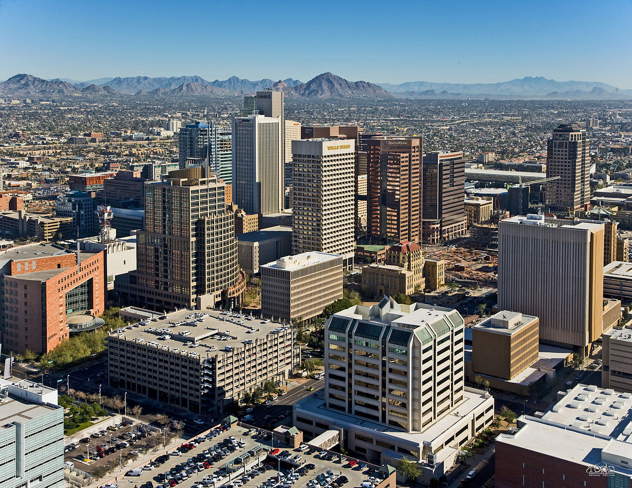 1280px-downtown_phoenix_aerial_looking_northeast