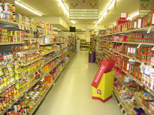 Example of an American grocery store aisle.
